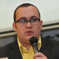 Ko je Tarik Jažić?